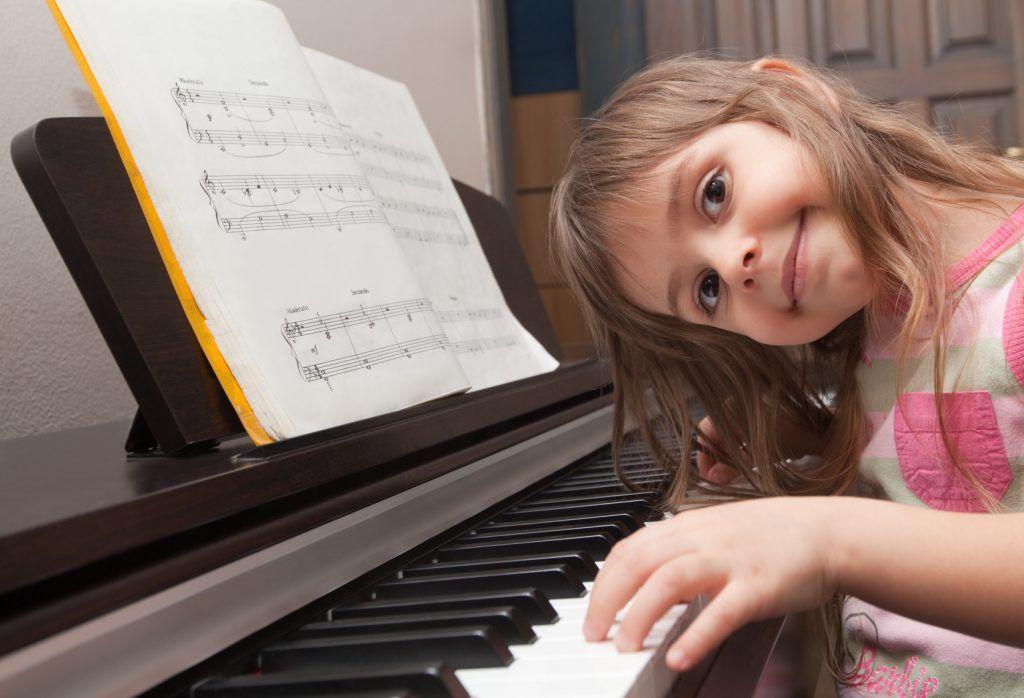 Những lợi ích tuyệt vời khi đưa trẻ đến lớp Piano ảnh 3
