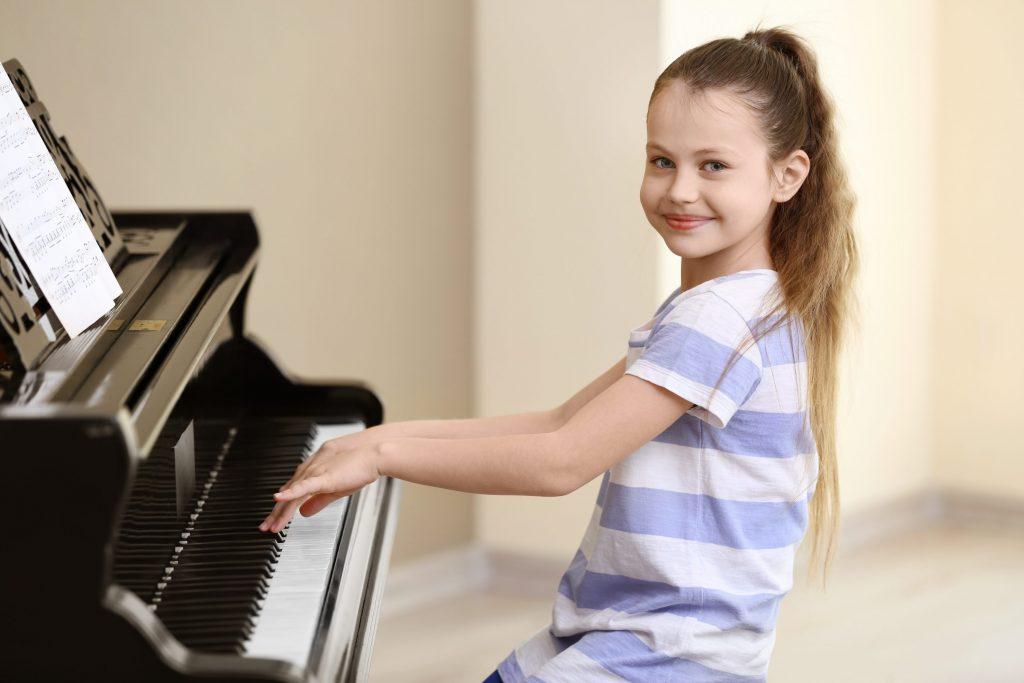 Những lợi ích tuyệt vời khi đưa trẻ đến lớp Piano ảnh 1