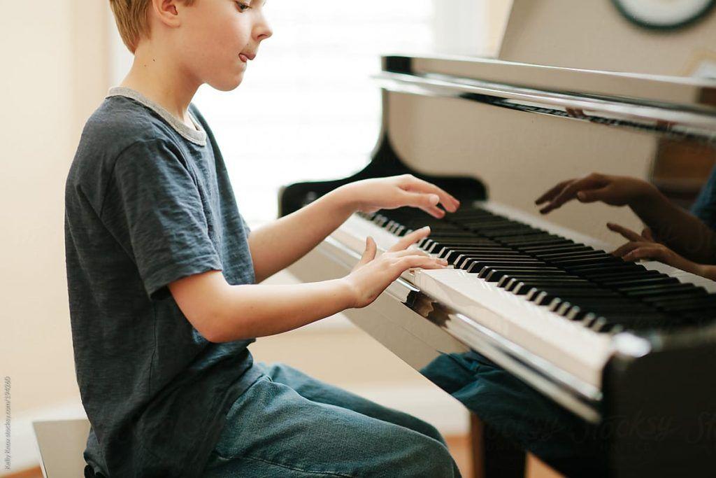 Những lợi ích tuyệt vời khi đưa trẻ đến lớp Piano ảnh 2