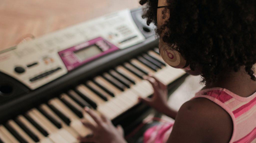 Cha mẹ nên làm gì khi trẻ chán học piano ảnh 1