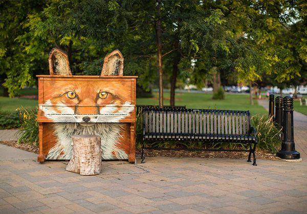 Độc đáo những chiếc đàn piano sắc màu giữa thành thị 1