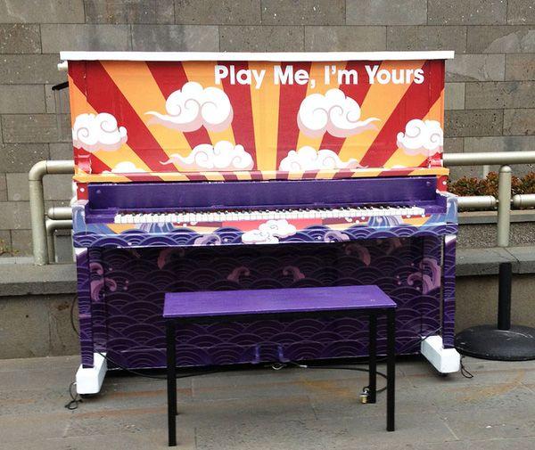 Độc đáo những chiếc đàn piano sắc màu giữa thành thị 13