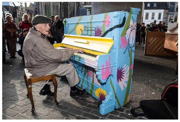 Độc đáo những chiếc đàn piano sắc màu giữa thành thị 17