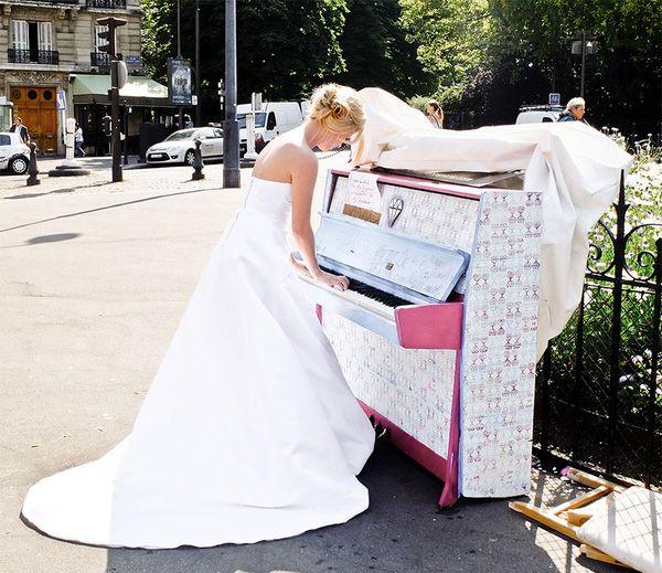 Độc đáo những chiếc đàn piano sắc màu giữa thành thị 18