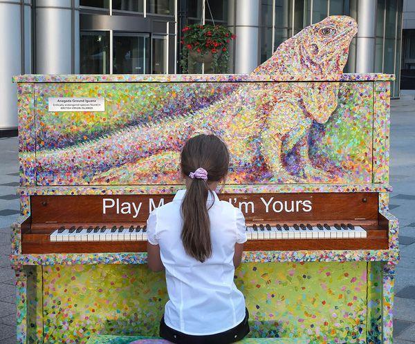 Độc đáo những chiếc đàn piano sắc màu giữa thành thị 2