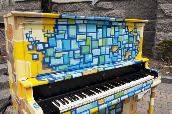 Độc đáo những chiếc đàn piano sắc màu giữa thành thị 23