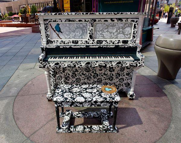 Độc đáo những chiếc đàn piano sắc màu giữa thành thị 4