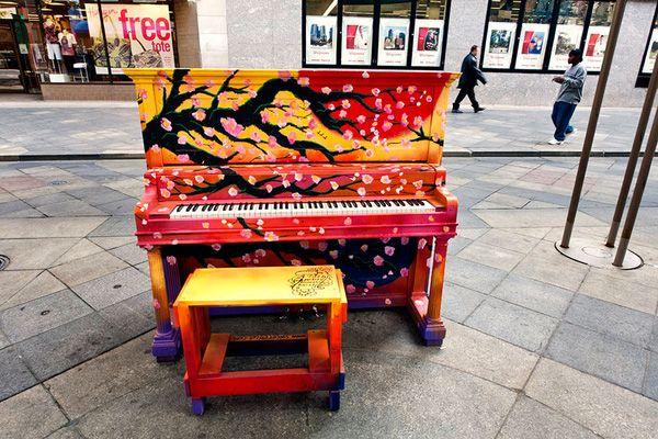 Độc đáo những chiếc đàn piano sắc màu giữa thành thị 5