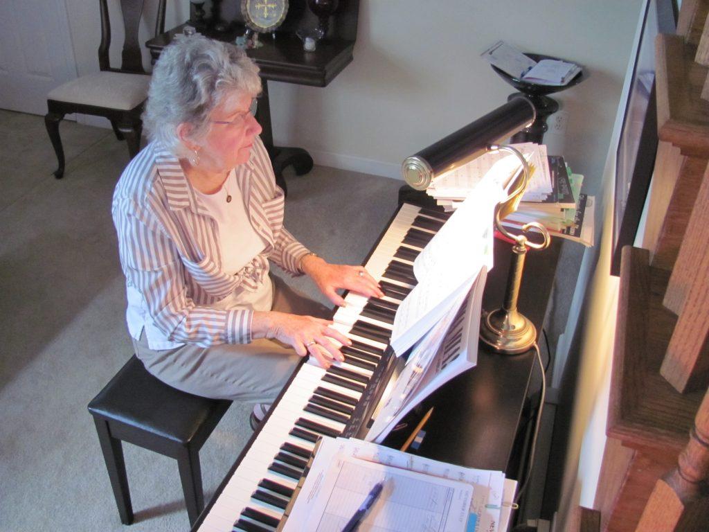 Lời khuyên cho người lớn tuổi học piano ảnh 1