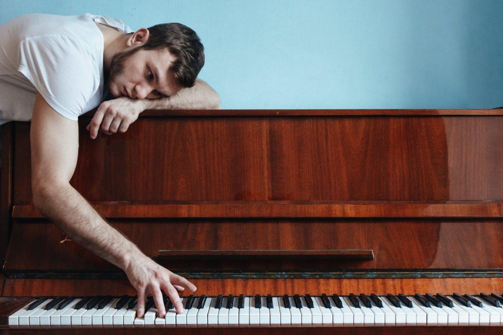 Những khó khăn của người mới học piano ảnh 1