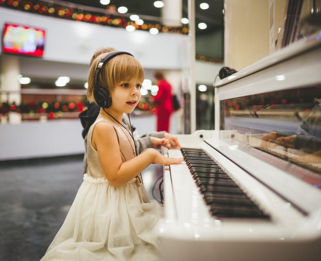 Vì sao trẻ em học nhạc tốt hơn người lớn ảnh 2