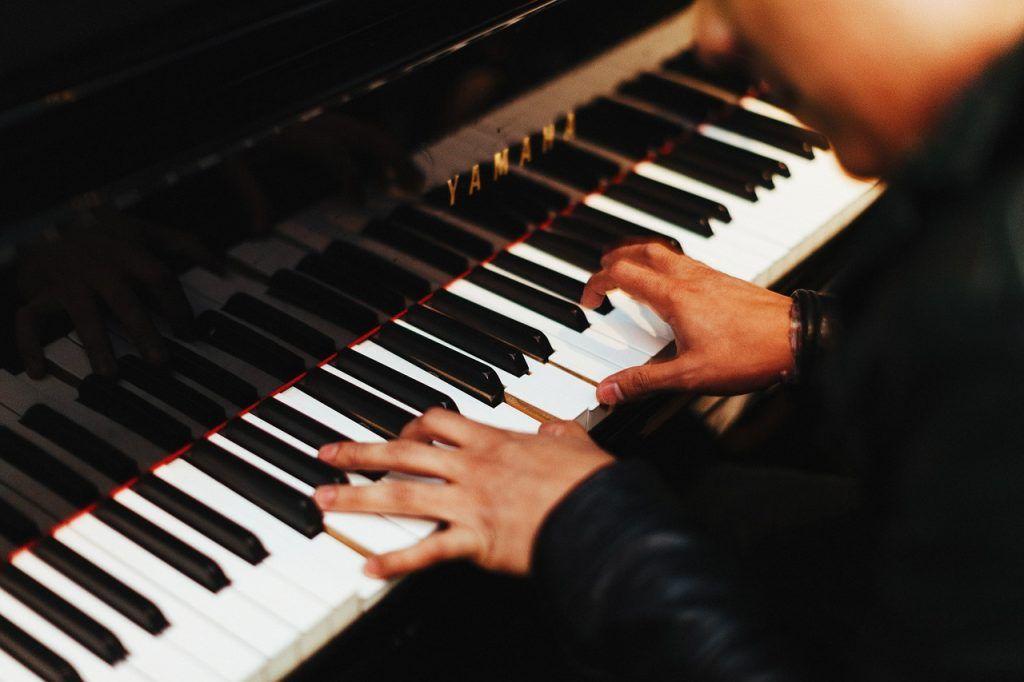 Cách định vị ngón tay khi chơi đàn piano ảnh 3