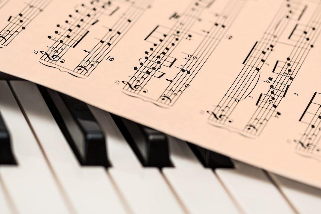 Căng thẳng vì đại dịch hãy chơi đàn piano ảnh 1