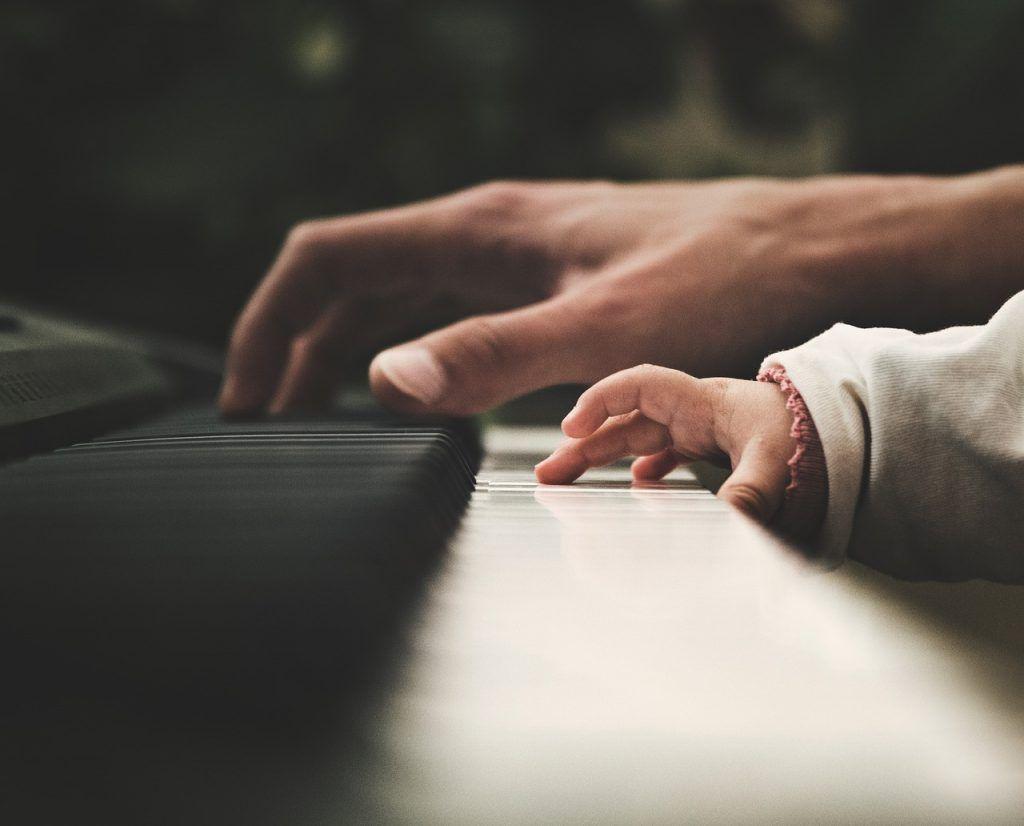 Chọn piano cho trẻ bắt đầu, tại sao không ảnh 1