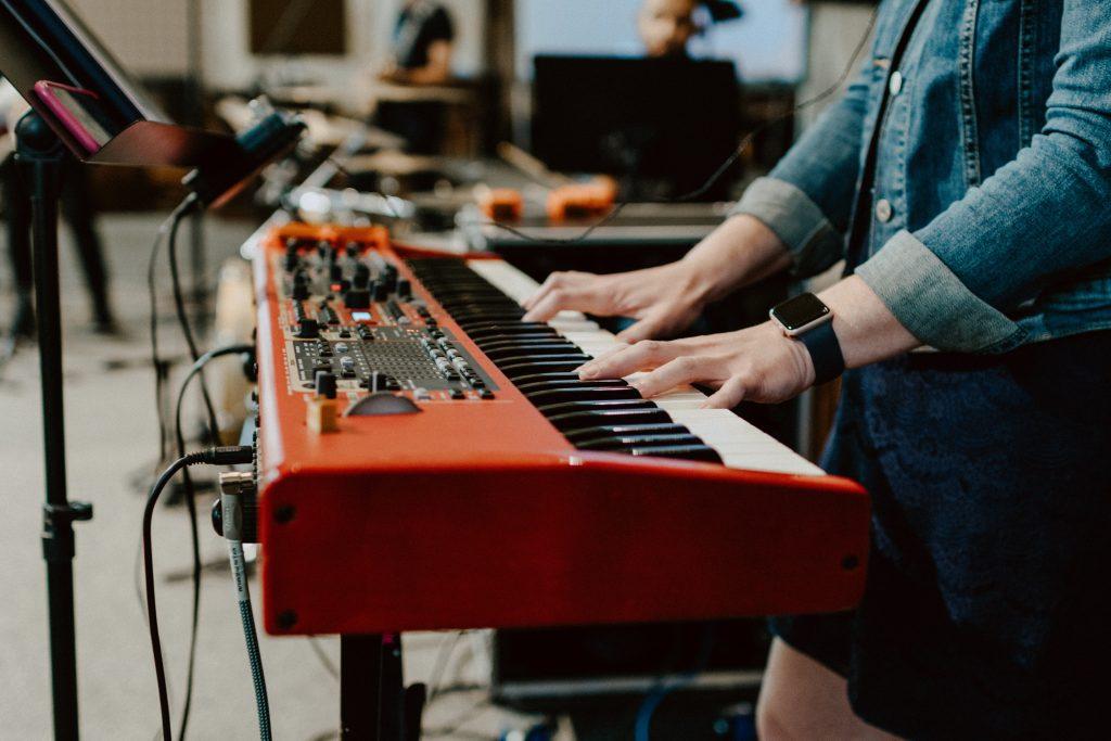 Làm sao để tránh nhàm chán khi tập luyện piano? ảnh 2