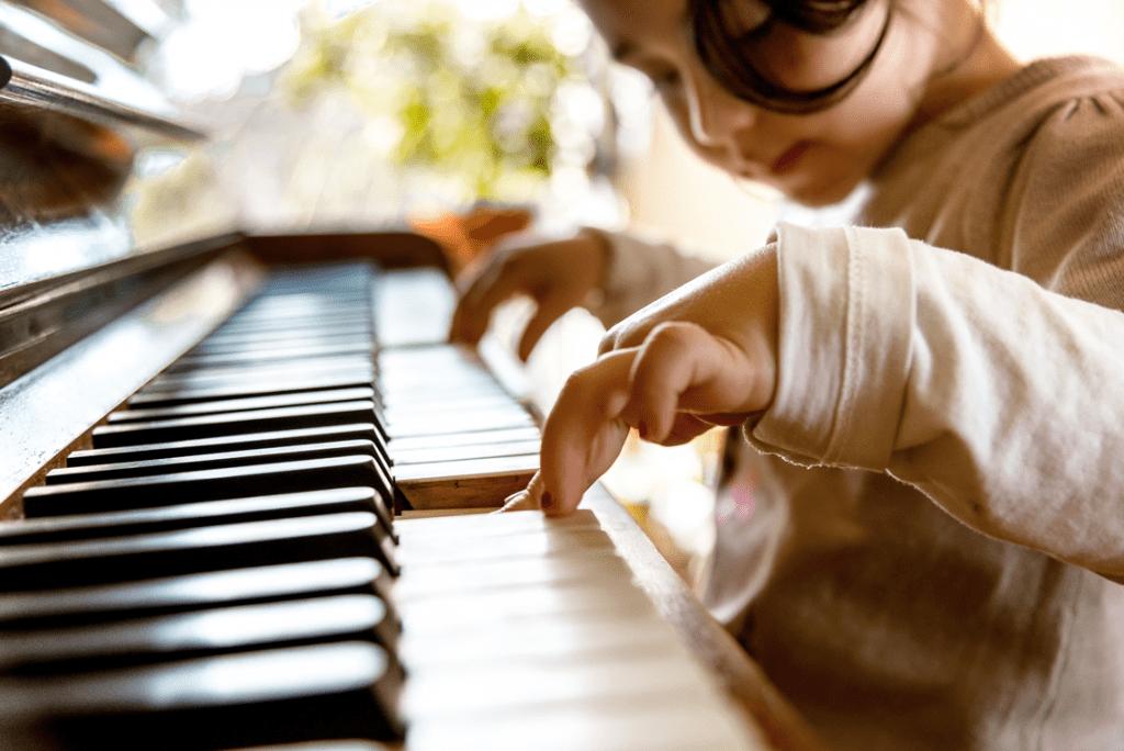 Trẻ em có nên học nhạc cụ từ sớm hay không ảnh 1