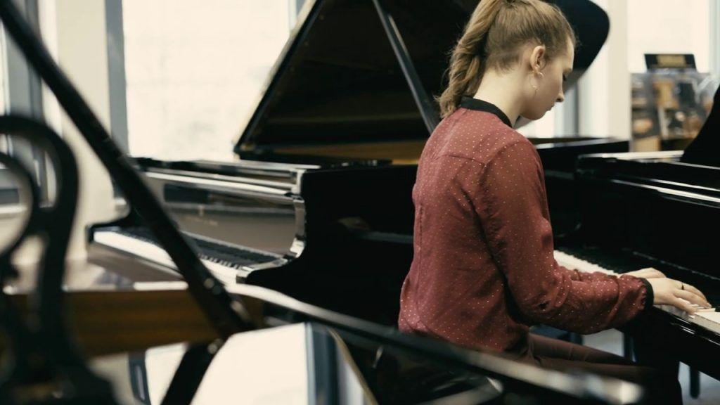 Lời khuyên cho người mới tập đàn muốn mua piano cơ ảnh 2