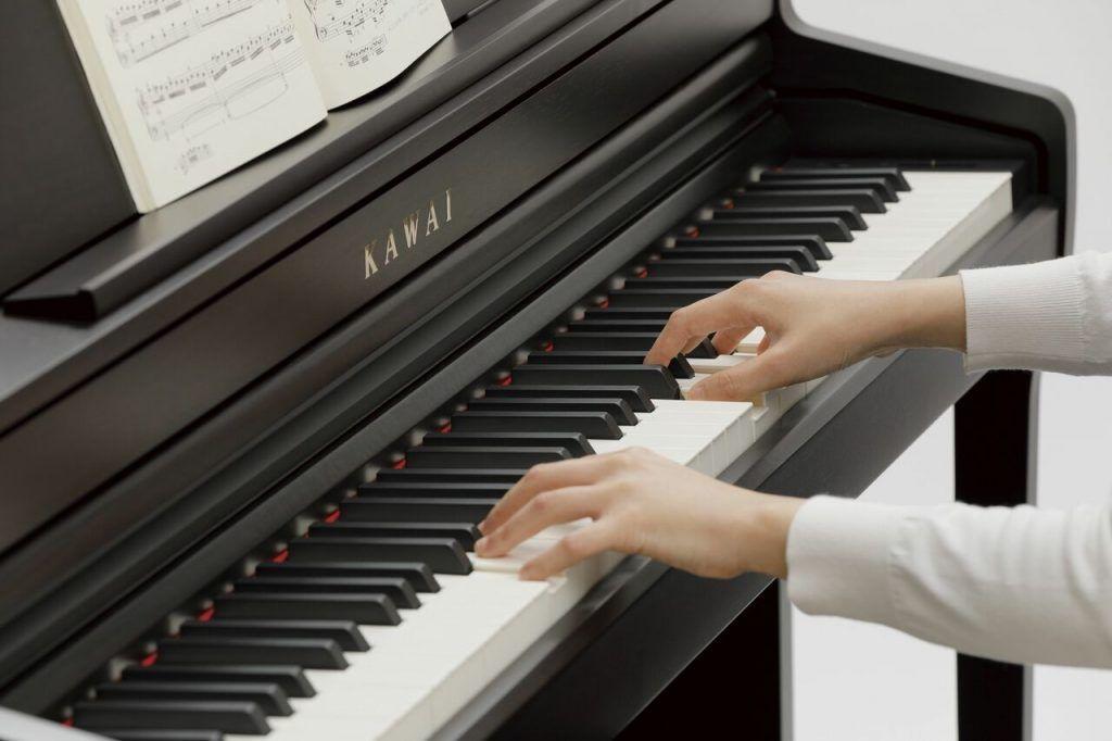 Những yếu tố ảnh hưởng đến độ bền của đàn piano điện ảnh 3
