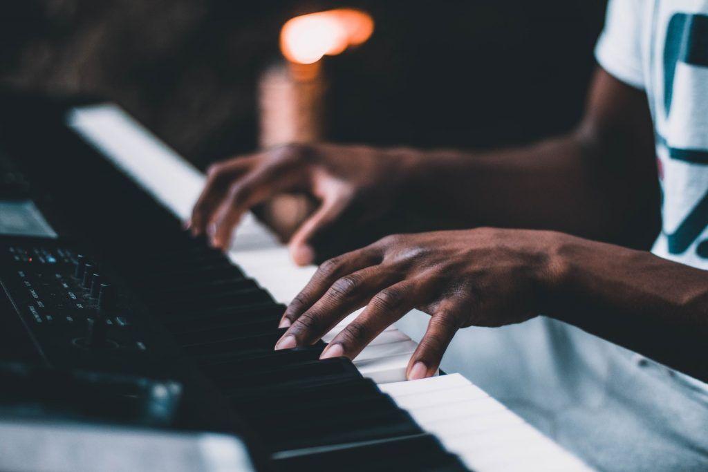 4 giai đoạn học chơi piano hiện đại ảnh 1