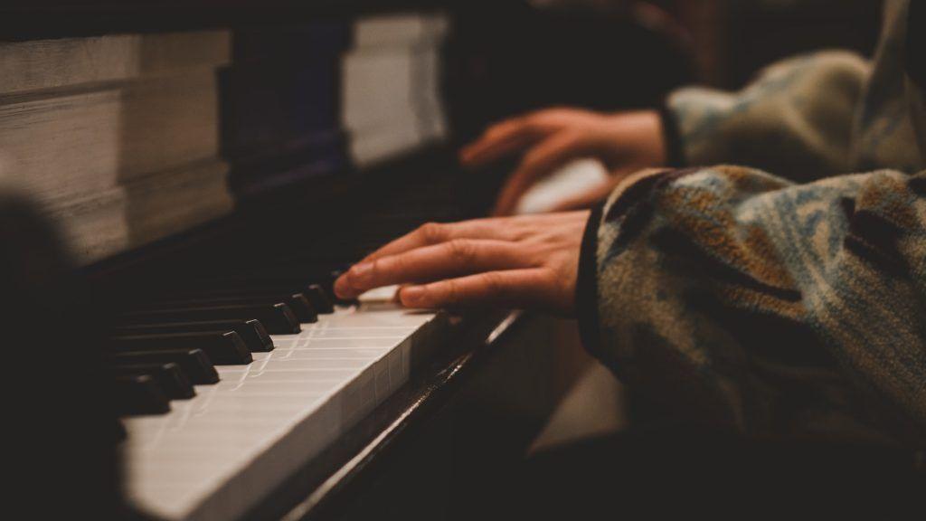 4 giai đoạn học chơi piano hiện đại ảnh 2