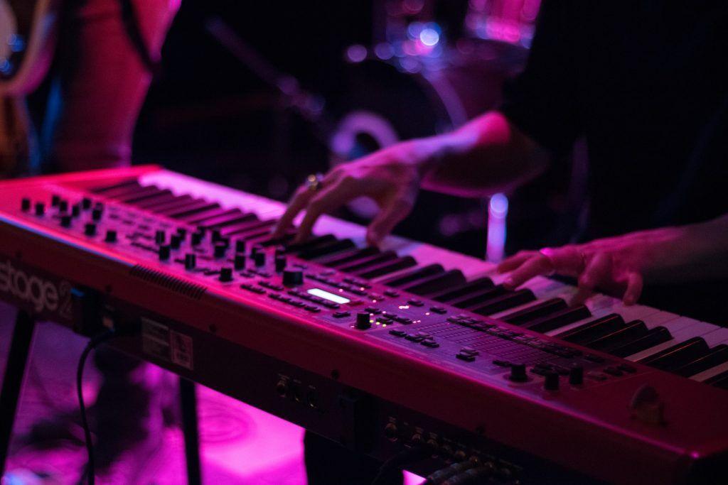 4 giai đoạn học chơi piano hiện đại ảnh 4