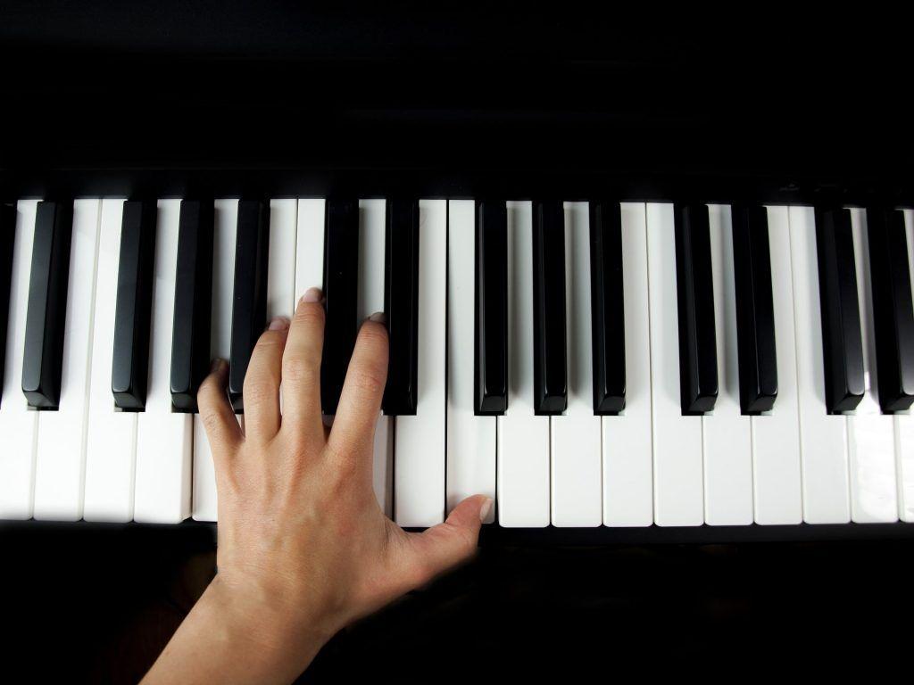 5 mẹo cải thiện kỹ năng chơi piano bằng tay trái ảnh 1
