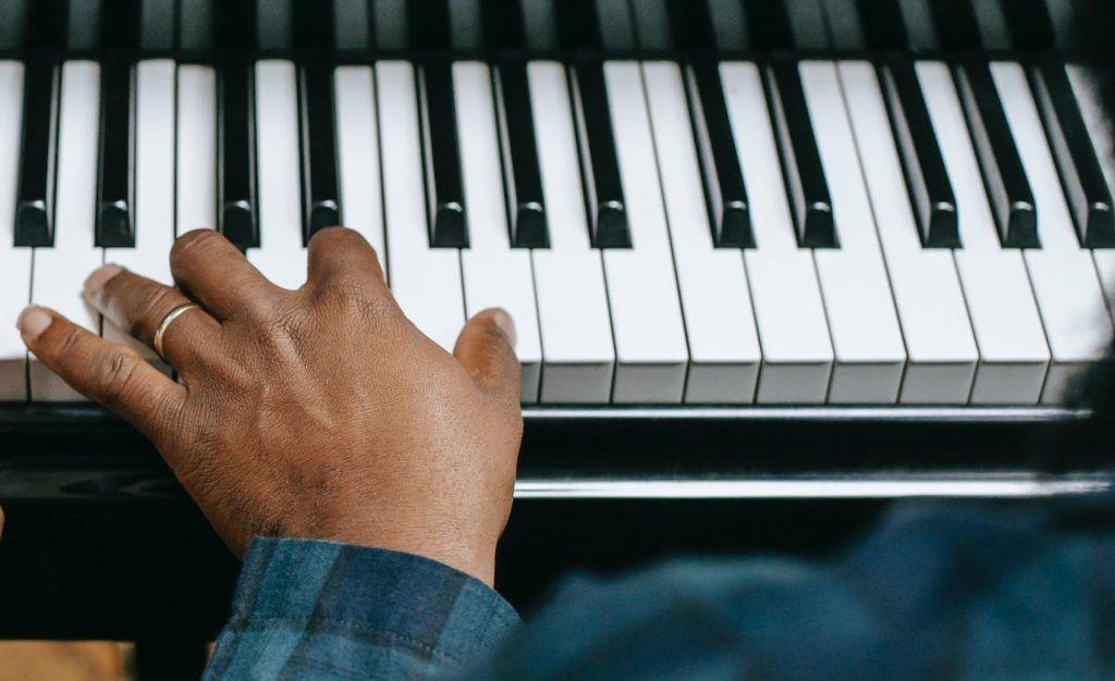 5 mẹo cải thiện kỹ năng chơi piano bằng tay trái ảnh 2