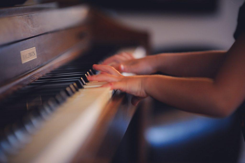 Cách khắc phục những lỗi thường gặp khi học đàn piano ảnh 2