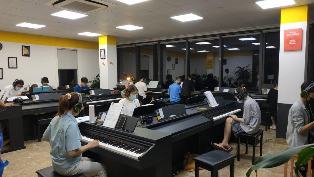 Nên học đàn piano online hay trực tiếp? ảnh 4
