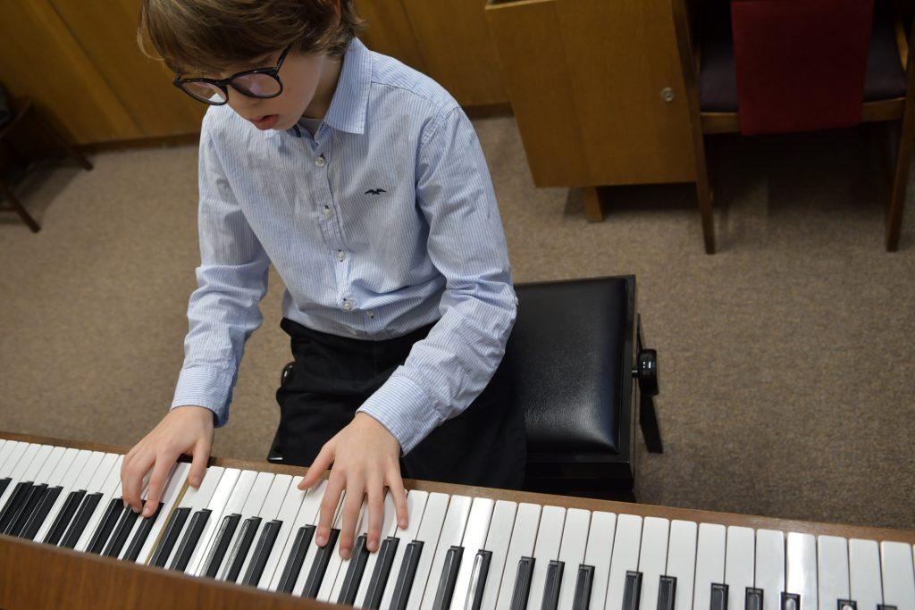 3 cách phối hợp hai tay khi chơi piano ảnh 1