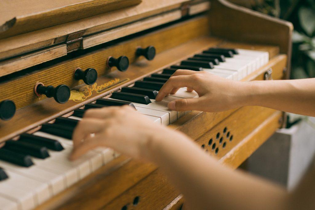 3 cách phối hợp hai tay khi chơi piano ảnh 2