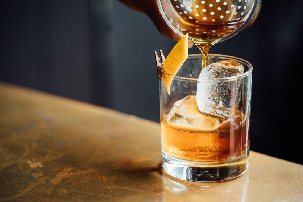 Bar, pub mở nhạc lớn có khiến chúng ta uống nhiều hơn ảnh 2