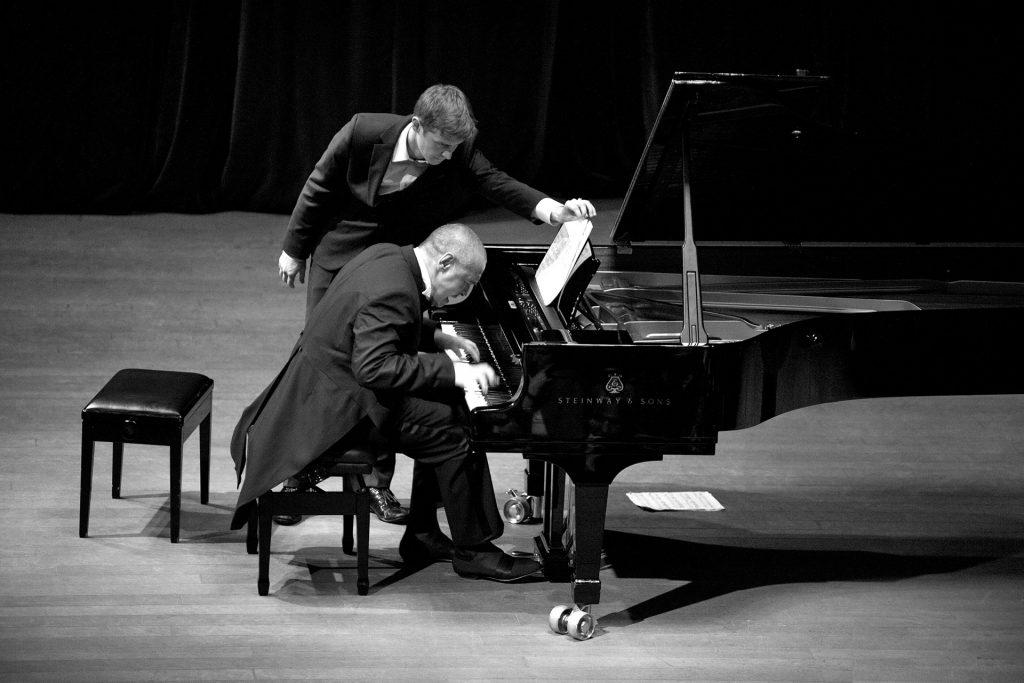 Nghệ thuật biểu diễn piano trước công chúng ảnh 1