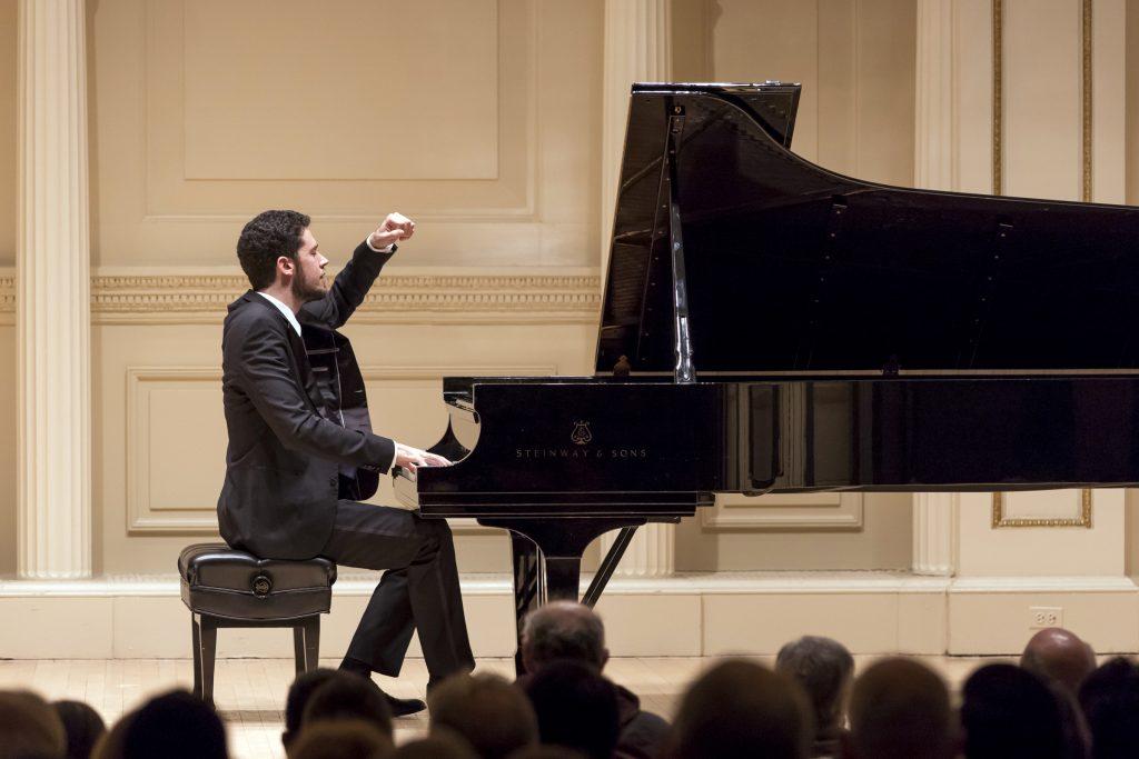Nghệ thuật biểu diễn piano trước công chúng ảnh 2