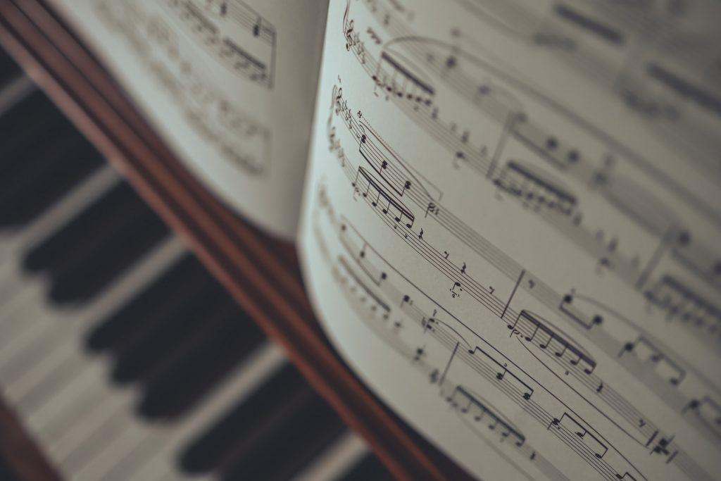 Tìm hiểu cấu trúc của một bản nhạc ảnh 1